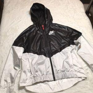 Nike Sportswear Wind Runner jacket size large